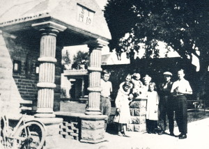 The Thompson's In front of Stacy Thompson's home 1919
