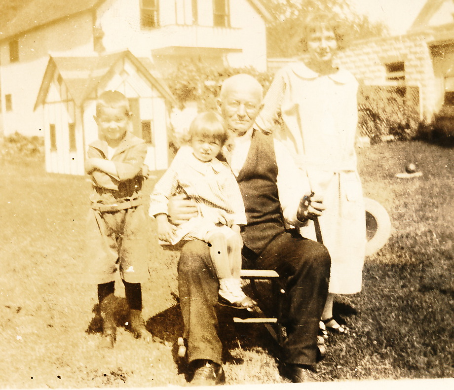 1923 Stacy and children